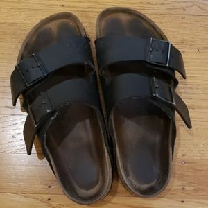 Black Birkenstock SZ 37 Wide